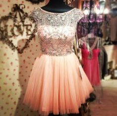 so cute! I would definitely wear this dress!