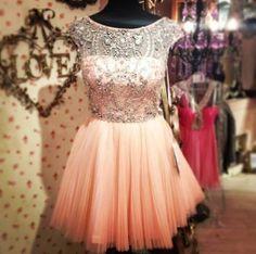 so cute! I would definitely wear this dress!