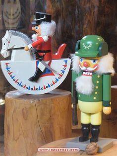 vitrine casse noisette maison du bois et du jouet mazamet photo id sorties