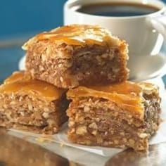 The Arabic Food Recipes kitchen (The Home of Delicious Arabic Food Recipes) invites you to try Easy Baklava Recipe. Greek Desserts, Greek Recipes, Layered Desserts, Best Baklava Recipe, Middle Eastern Desserts, Lebanese Recipes, Arabic Food, Mediterranean Recipes, Snacks