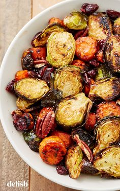 Holiday Roasted Vegetables Food Porn The perfect healthy dish to add to any holiday spread. Roasted Vegetables Thanksgiving, Thanksgiving Dinner Recipes, Thanksgiving Side Dishes, Thanksgiving Vegetable Sides, Holiday Dinner, Christmas Dishes, Christmas Vegetable Side Dishes, Vegetable Dishes For Dinner, Christmas Dinner Sides