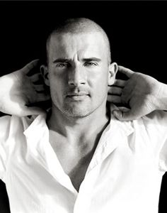 maybe its just me, but I LOVE black n white photos! Dominic Purcell