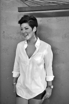 """First of all love her hair! Second if you dont listen to her you def should! NBCs """"The Voice"""" winner Jamaican Tessanne Chin Asian Man Haircut, Asian Men Hairstyle, My Hairstyle, Medium Cut, Pixie Hairstyles, Trendy Hairstyles, Asian Hairstyles, Negril, Short Hair Cuts"""