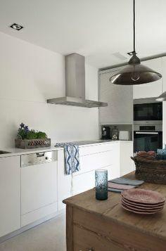 Esa mezcla entre lo moderno y lo rustico... Beautiful Space, Beautiful Homes, Isabel Lopez, Cabin Loft, Spanish Interior, Interior And Exterior, Interior Design, Parisian Apartment, Interior Inspiration
