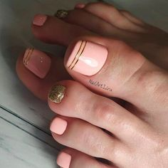 Pink Nail Design With Gold Glitter And Lines Glitter Toe Nails, Pink Toe Nails, Toe Nail Color, Summer Toe Nails, Cute Toe Nails, Toe Nail Art, Gold Nails, Nail Polish Colors, Gold Glitter