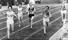 Ann Packer wins 800m at Tokyo Olympics 1964 Dupureur ( France ) 2nd Chamberlain ( NZ ) 3rd