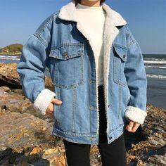 Denim Jacket With Fur, Sherpa Denim Jacket, Demin Jacket, Cute Jean Jacket Outfits, Denim Jacket Outfit Winter, Dress With Jean Jacket, Oversized Denim Jacket, Fur Jacket, Student Fashion