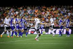 @valenciaoficial El cuadro deportivista se adelantó en el marcador y eso despertó a un Valencia que empató gracias a un gol del '9' Alvaro Negredo. En la segunda mitad la afición 'ché' apretó de lo lindo #9ine