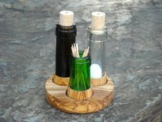 Set Salz & Pfeffer recycelte Flaschen + Olivenholz - Küche von Alentejoazul - Pfeffer- & Salzstreuer - Küche & Kochen - DaWanda