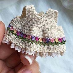 Irresistible Crochet a Doll Ideas. Radiant Crochet a Doll Ideas. Crochet Flower Tutorial, Crochet Doll Pattern, Crochet Patterns Amigurumi, Amigurumi Doll, Crochet Dolls, Love Crochet, Crochet Baby, Knit Crochet, Crochet Doll Clothes