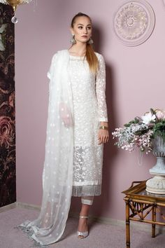 Indian Fashion Dresses, Dress Indian Style, Indian Designer Outfits, Designer Dresses, Net Dresses Pakistani, Pakistani Dress Design, Pakistani Outfits, Pakistani Ladies Dress, Pakistani Casual Wear
