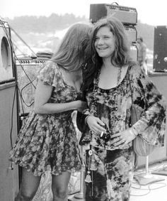 Janis:: can we talk about how this entire ensemble is back in style.
