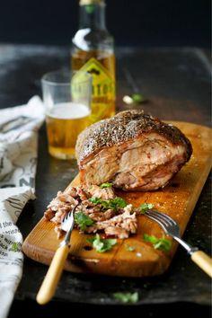 Nyhtöpossu // Pulled Pork Food & Style Elina Jyväs Photo Joonas Vuorinen Maku www. Pork Recipes, Cooking Recipes, Finnish Recipes, Coleslaw, Pulled Pork, Salmon Burgers, Nom Nom, Steak, Bbq