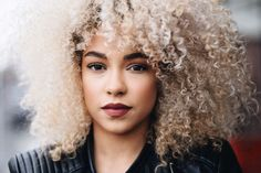 Big Afro hairstyles are basically the bigger and greater version of the Afro hairstyles. Afro which is sometimes shortened as 'FRO, is a hairstyle worn naturally outward by The African American black people. Afro Blonde, Blonder Afro, Natural Curls, Natural Hair Care, Natural Hair Styles, Natural Beauty, Hair Inspo, Hair Inspiration, Black Power