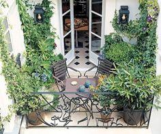 14 Cozy Balcony Ideas and Decor Inspiration - Architectural Digest Small Balcony Garden, Balcony Plants, Outdoor Balcony, Small Patio, Outdoor Gardens, Outdoor Decor, Balcony Ideas, Rooftop Garden, Terrace Ideas