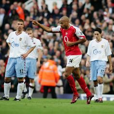 On This Day 16 Oct in 2004 Arsenal go 49 games unbeaten. Real Soccer, Soccer Fans, Arsenal Fc, Arsenal Football, Thierry Henry, Arsene Wenger, Football Is Life, Just A Game, You Fitness