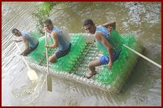 Recycled bottle raft! barca din PET-uri