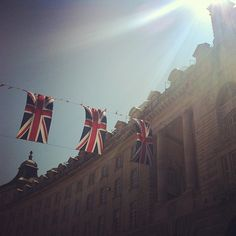 Jubilee bunting under the #London sun 22°C I 72°F #BurberryWeather