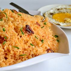 Sinangag (Garlic Fried Rice). A popular Filipino recipe. Perfect way to use up left over rice. Vegan and gluten free