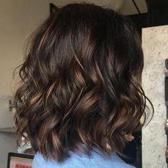 Brown Hair Balayage, Brown Blonde Hair, Hair Highlights, Balayage Lob, Dark Brown Short Hair, Color Highlights, Dark Brown Hair With Highlights And Lowlights, Chocolate Brown Hair With Highlights, Caramel Balayage