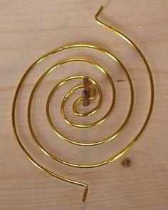DIY Bijoux  Double spiral coil tutorial by Meta Kumer.  Notice her easy 2 nail jig. #wire #j