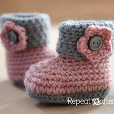Scarpette da bebè fatte ad uncinetto