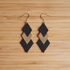Earrings plated Or Gold Filled 14 k and Miyuki glass beads sewn hand loom. Color: Matte black, gold plated 24 k gold plated beads Length: 7 cm