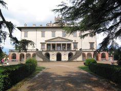 "The Medici villa of Poggio a Caiano was commissioned by Lorenzo dei Medici (""The Magnificent"") from the architect Giuliano Sangallo. Italian Villa, Day Trips, Florence, Renaissance, Colorado, Beautiful Places, Italy, Mansions, Architecture"