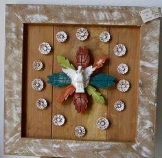 Quadro e moldura em madeira rústica com apliques de Divino e flores. tamanho: 0.40cm x 0.40cm