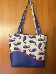 Sac Samba en simili bleu et imprimé baleines cousu par Marie Jo - Patron Sacôtin