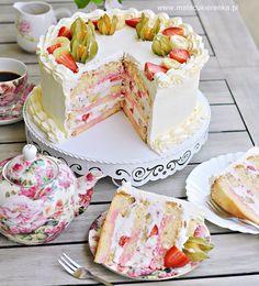 Strawberry-banana cake with yogurt cream- Tort truskawkowo – bananowy z kremem jogurtowym Strawberry-banana cake with yogurt cream - Sweet Recipes, Cake Recipes, Dessert Recipes, Strawberry Banana Cakes, Sandwich Cake, Salty Cake, Fudge Cake, Polish Recipes, Savoury Cake
