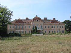Slovakia, Tomášov, Castle before restoration. Photo by  : Elena Sabadošová