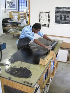 David Krut Projects Senzo- Shabangu linocut printing