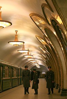 Metro Station of Moscow ★ Skinny Russian ™ Spycatcher Travel and Events