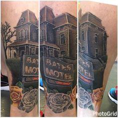 Photo by (tattooistartmag) on Instagram | #monstermania #batesmotel #bates #psycho #horror #horrorart #horrortattoo #tattoo #netflix #scary #normanbates Psycho Tattoo, Horror Tattoos, Norman Bates, Bates Motel, Horror Art, Scary, Netflix, Instagram, Im Scared