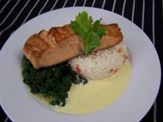 Salmon Filet on Rice & Spinach with Lemonsauce