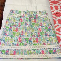 Lilly Pulitzer Giddy Up skirt Size 4 Beautiful and vibrant Lilly Pulitzer Giddy Up skirt. Size 4. Very hard to find print. No trades. Make an offer! Lilly Pulitzer Skirts Midi
