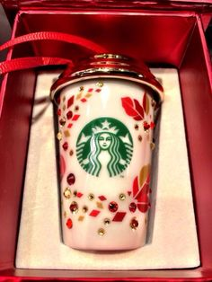 Starbucks uses the highest quality arabica coffee as the base for its espresso drinks. Learn about our unique coffees and espresso drinks today. Starbucks Art, Starbucks Christmas, Starbucks Tumbler, Starbucks Drinks, Starbucks Coffee, Christmas To Do List, Christmas Tree, Christmas Ornaments, Nespresso