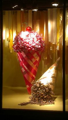 Candy window at Macy's San Francisco. I love how something simple can be amplify and dramatic at the same time.