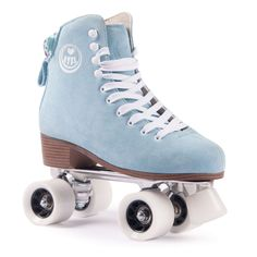 Bring back the feeling of the 70ies disco-boogie days when it all began with these BTFL Roller Skate Classics! These skates have a timeless design and resemble a classic figure skating look. Additionally, they feature some highlights...
