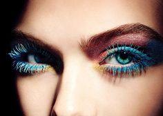 Stylo Eyeshadow Ombre à Paupières Effet Frais de Chanel http://www.vogue.fr/beaute/shopping/diaporama/crayons-a-options/12719/image/744697#!4
