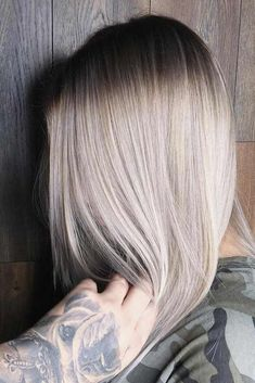 Hair Color 2018 We have chosen the most popular hair colors for you to rock this winter. Add some rich hue to your natural tone and everyone will love the way you look. Beige Highlights, Hair Color 2017, New Hair Colors, Guy Tang, Popular Hairstyles, Trendy Hairstyles, Smokey Blond, Ash Tone Hair, Blonde Haare Make-up