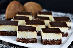 Prajitura Bounty - CAIETUL CU RETETE Cheesecake, Romanian Food, Food Cakes, Tiramisu, Cake Recipes, Deserts, Menu, Ethnic Recipes, Tarts