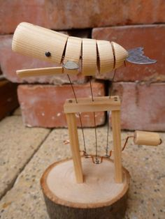 Blindsiding Diy Ideas: Woodworking Jigs Wheels easy wood working tips.Woodworking Jigs And Fixtures teds woodworking building plans. Woodworking Wood, Woodworking Projects, Woodworking Classes, Kinetic Toys, Kinetic Art, Wood Crafts, Diy And Crafts, Diy Holz, Kids Wood