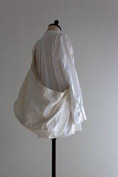 UTO Products Diy Fashion, Fashion Bags, Newspaper Bags, My Style Bags, Creative Bag, Sculptural Fashion, Linen Bag, Fabric Bags, Cloth Bags