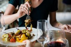 Δίαιτα express: Υπόσχεται απώλεια 10 κιλών σε 10 ημέρες (1 κιλό την ημέρα) - Ομορφιά & Υγεία - Athens magazine Boiled Egg Nutrition, Egg Nutrition Facts, Weight Loss Tea, Rooibos Tee, Walnuts Nutrition, Lunches And Dinners, Meals, Guisado, Banting Diet
