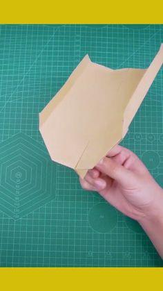 Origami Plane, Instruções Origami, Useful Origami, Cool Paper Crafts, Paper Crafts Origami, Stem Projects For Kids, Diy For Kids, Best Paper Plane, Arts And Crafts