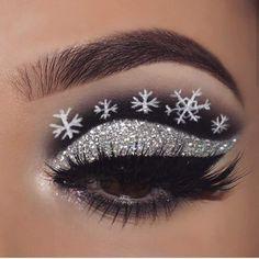 Special Christmas Makeup Ideas 2019 - Chicbetter Inspiration for Modern Women Christmas Makeup Look, Holiday Makeup Looks, Makeup Eye Looks, Eye Makeup Art, Winter Makeup, Cute Makeup, Christmas Nails, Creative Eye Makeup, Colorful Eye Makeup