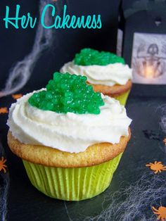Her Cakeness: Frog Spawn-Cupcakes