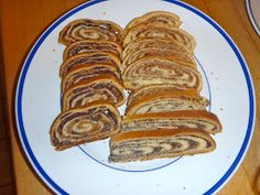Slovenian Roots Quest: Potica: A Step-by-Step Guide to Slovenian Nut Roll Slovak Nut Roll Recipe, Slovak Recipes, Ukrainian Recipes, Czech Recipes, Hungarian Recipes, Kolache Nut Roll Recipe, Polish Nut Roll Recipe, Ethnic Recipes, Ukrainian Food